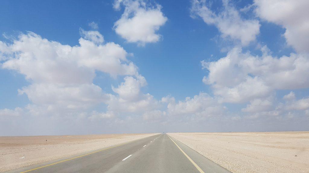 Weg in het platte deel van The Empty Quarter