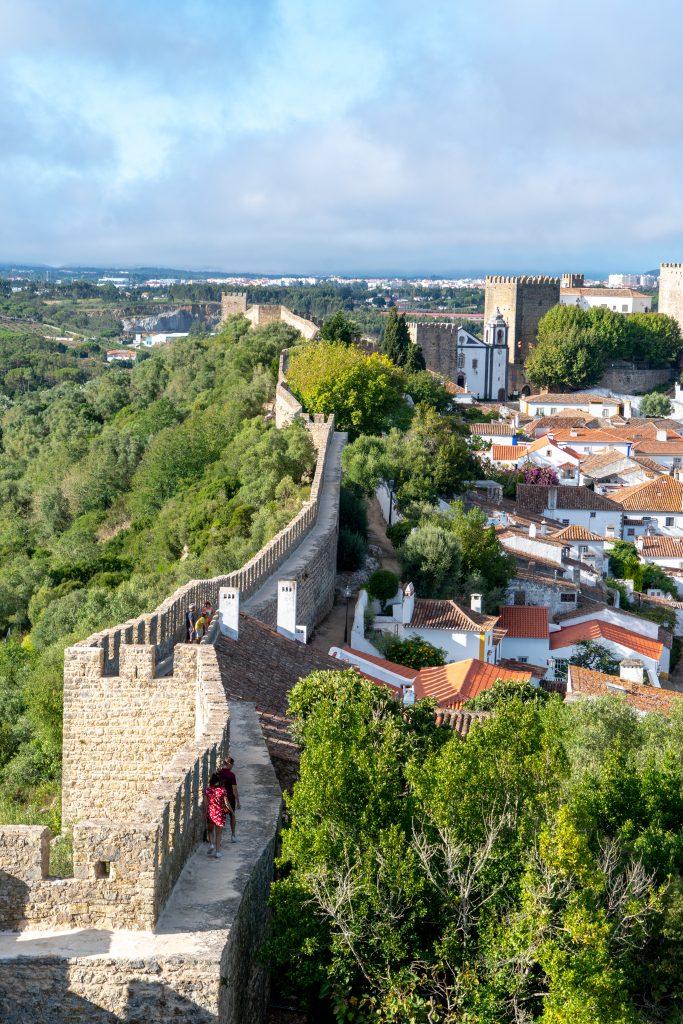 Uitzicht op de stadsmuur van Obidos
