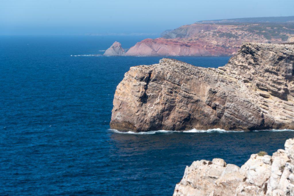 De Algarve vanuit Sagres - Uitzicht vanaf Cabo de São Vicente richting het noorden langs de Atlantische kust