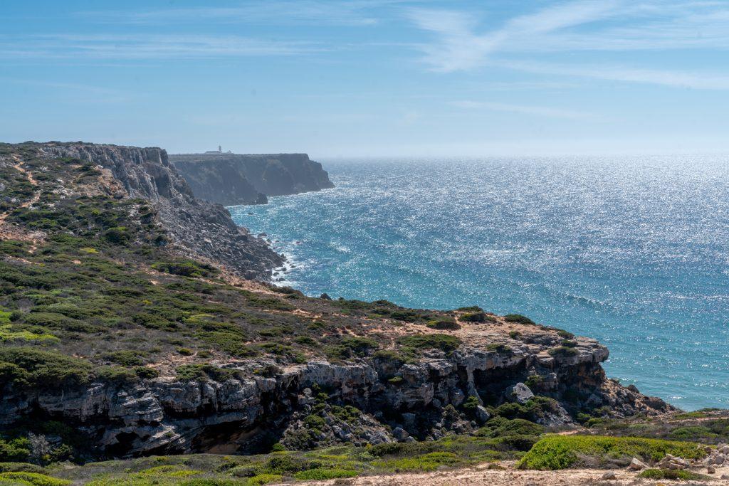 De Algarve vanuit Sagres - Uitzicht vanaf Cabo de São Vicente richting Fortaleza de Sagres